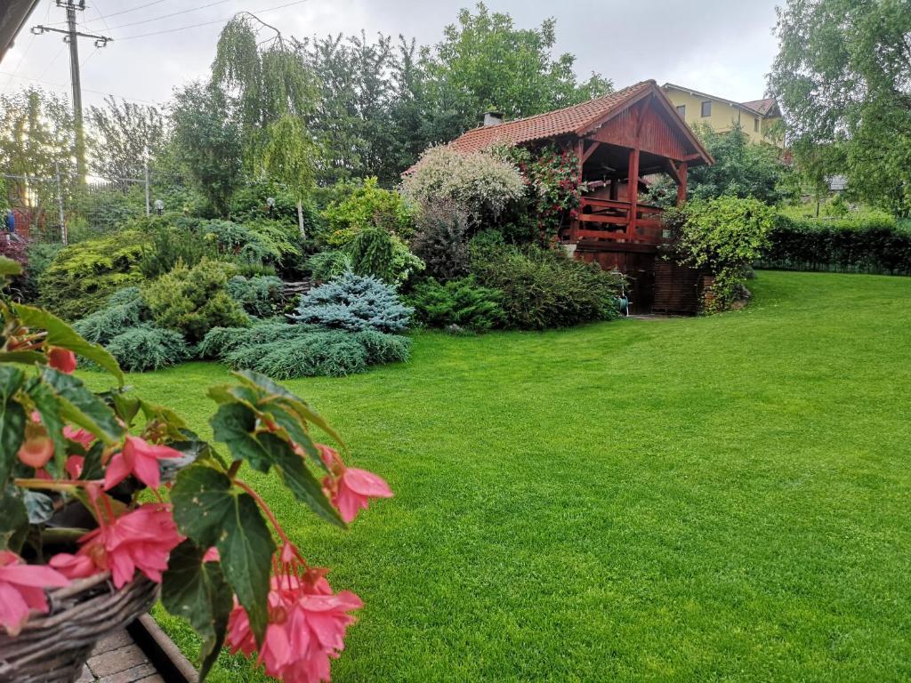 A garden outside LakeHouse Chinteni