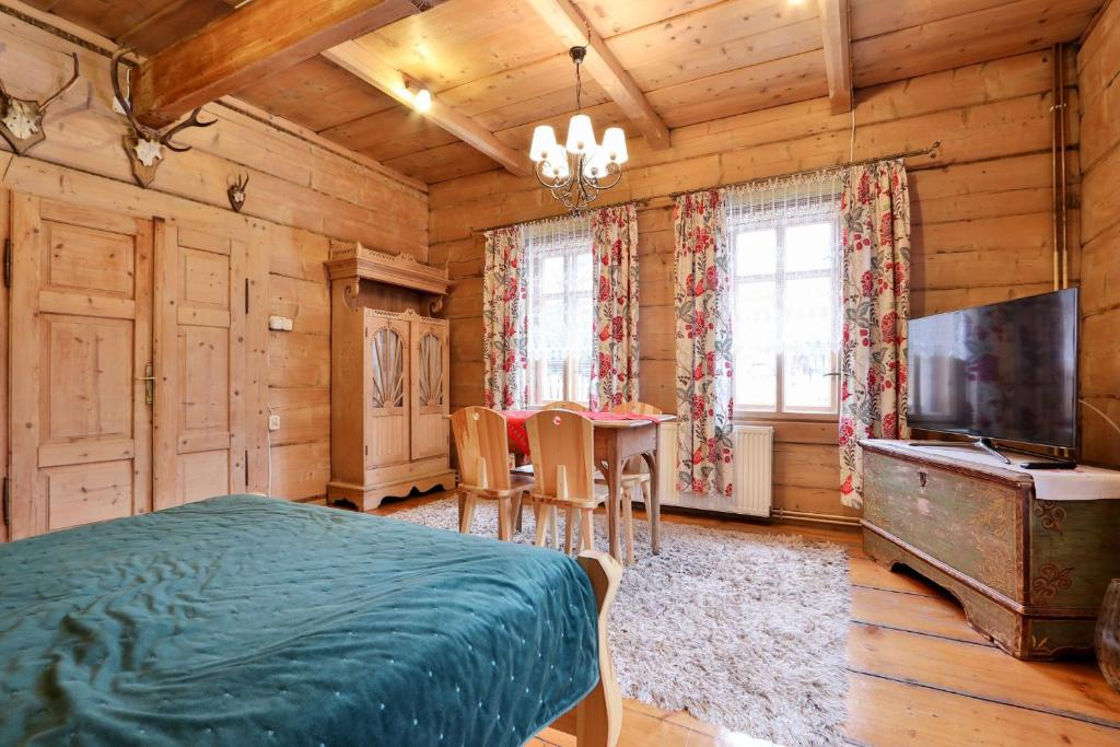 Łóżko lub łóżka w pokoju w obiekcie Dom Tomusik