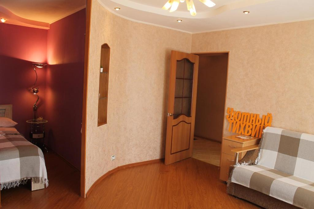 A seating area at Уютный Тихвин Апартаменты 3 Микрорайон 11