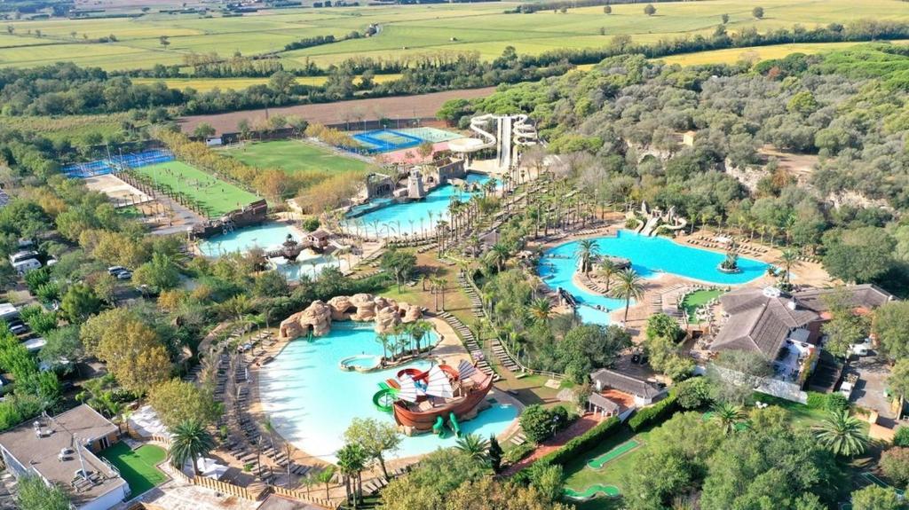 Een luchtfoto van Hotel Clipper & Villas