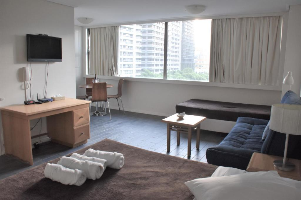 A seating area at Accommodation Sydney City Centre - Hyde Park Plaza Park View College Street Studio Apartment