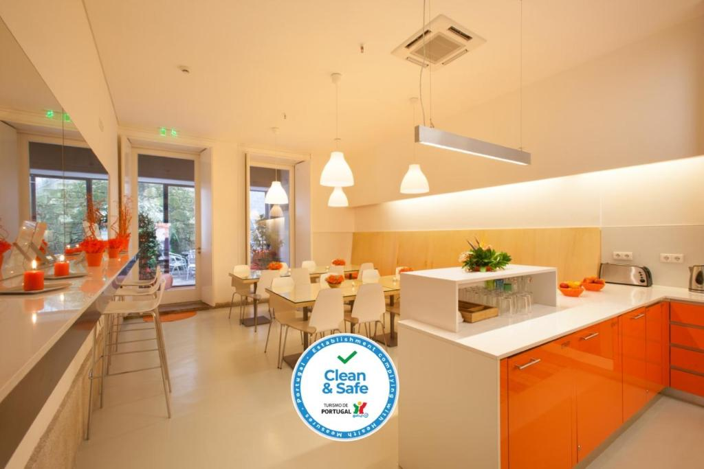 A kitchen or kitchenette at Porto Lounge Hostel & Guesthouse