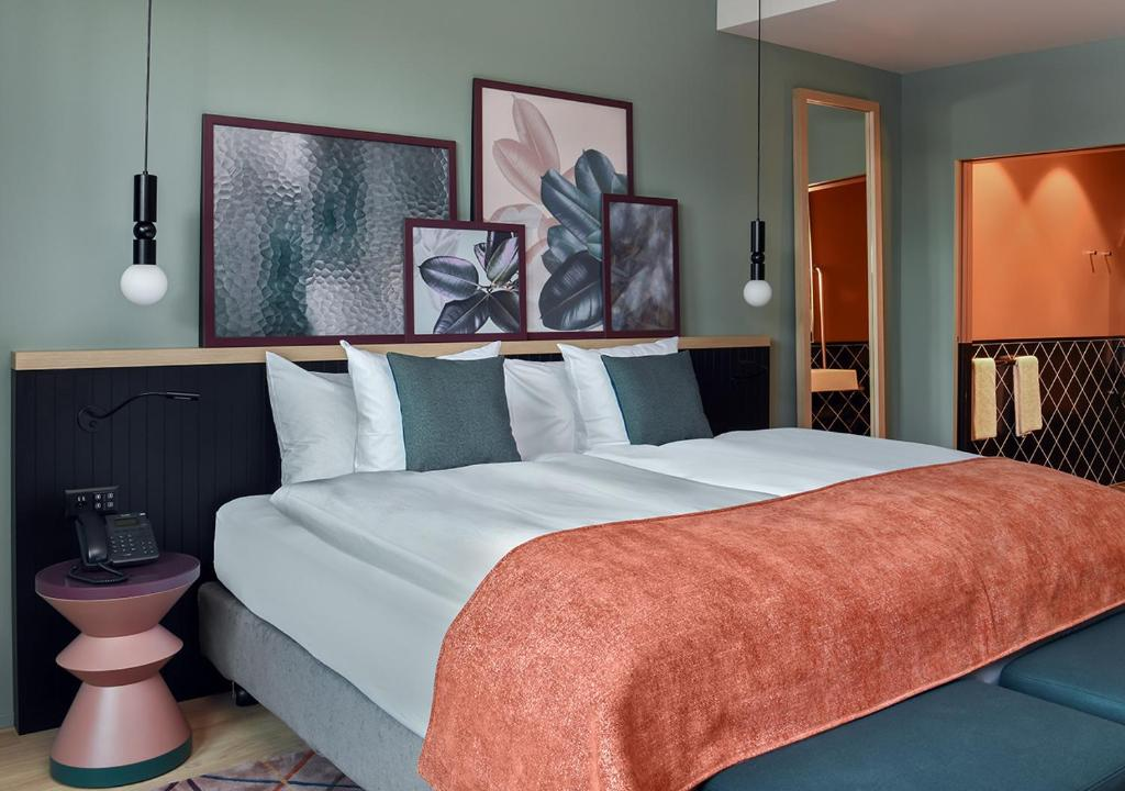 A bed or beds in a room at Sorell Hotel St. Peter