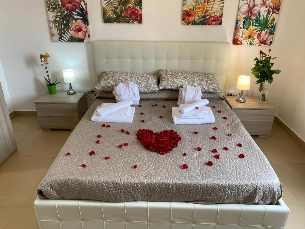 A bed or beds in a room at Caserta Royale Apartment