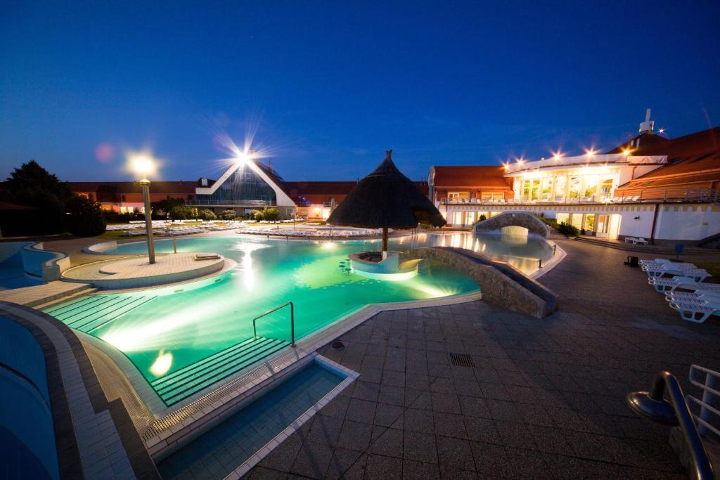 Bazén v ubytování Kehida Termál Resort & Spa nebo v jeho okolí