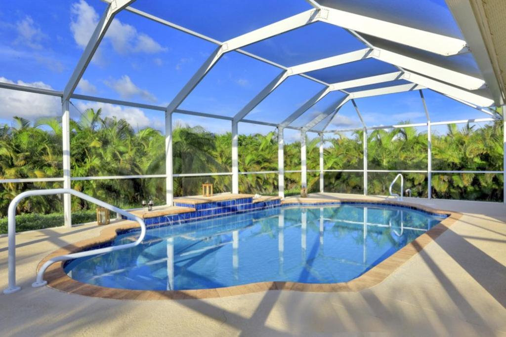 Der Swimmingpool an oder in der Nähe von Villa Valmora