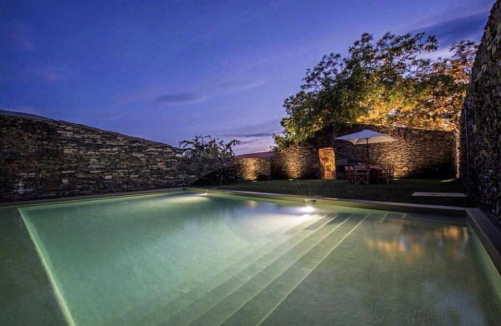 The swimming pool at or close to Morgadio da Calcada