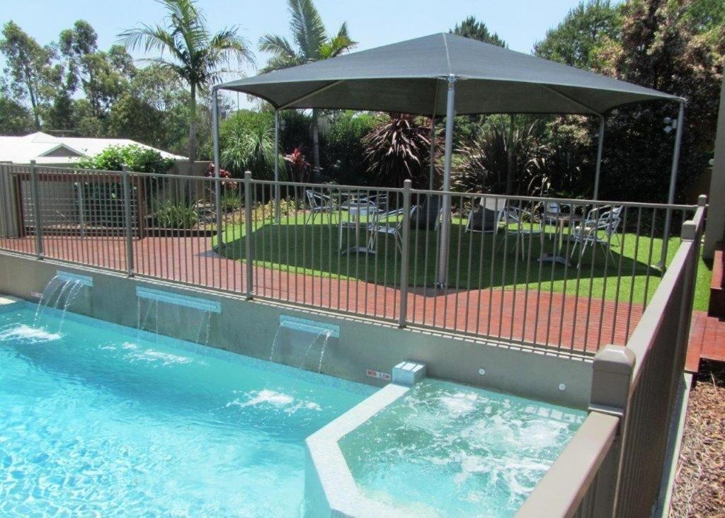 The swimming pool at or near Highfields Motel Toowoomba