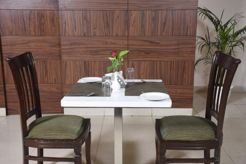 A restaurant or other place to eat at Hotel Regency