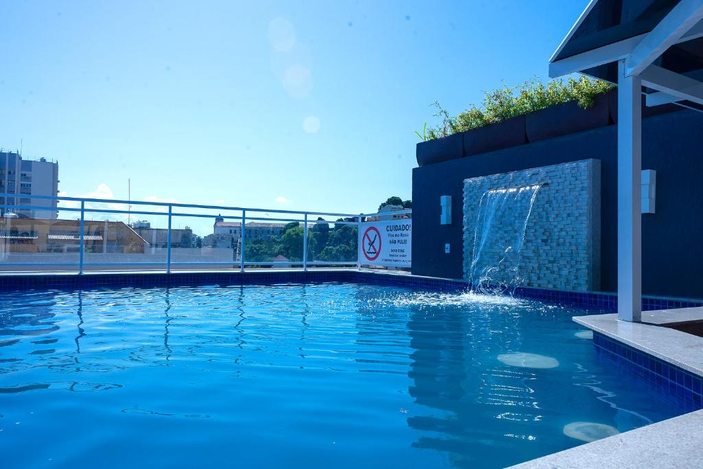A piscina localizada em Casa Nova Hotel ou nos arredores