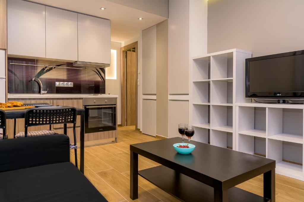 A television and/or entertainment centre at Maras Luxury Apartment