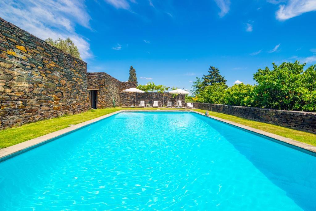 The swimming pool at or close to Quinta de Santa Júlia