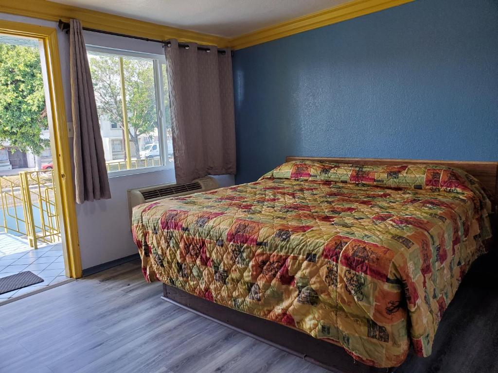 A room at the Rose Motel.