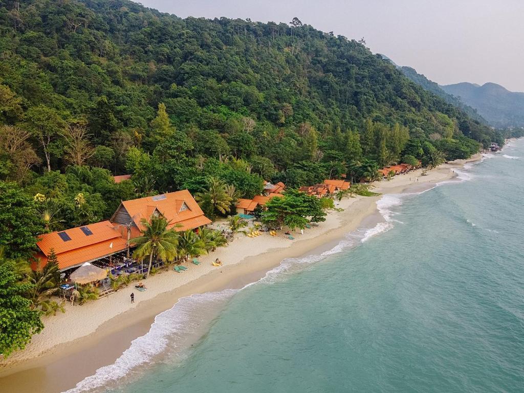 Blick auf White Sand Beach Resort aus der Vogelperspektive