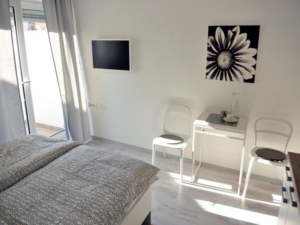 Телевизор и/или развлекательный центр в Apartments Kuca.House