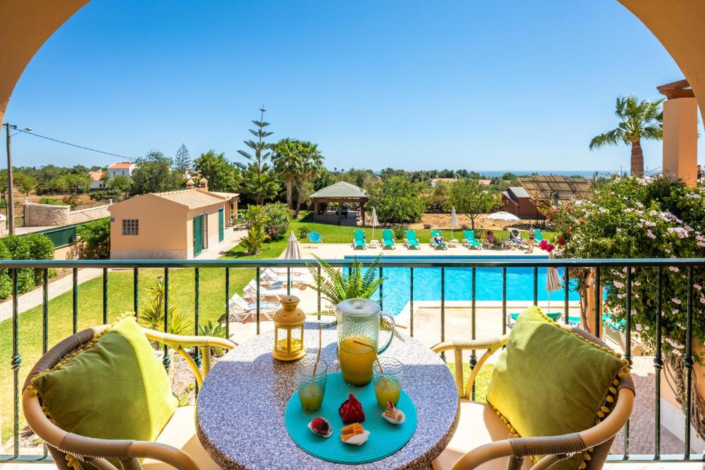 A view of the pool at Apartamentos Monte dos Avós, Albufeira or nearby