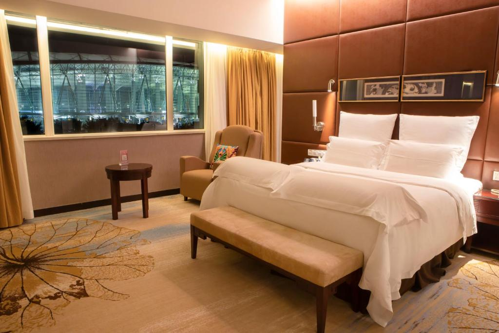 A room with a view of the airport at the Pullman Guangzhou Baiyun Airport.