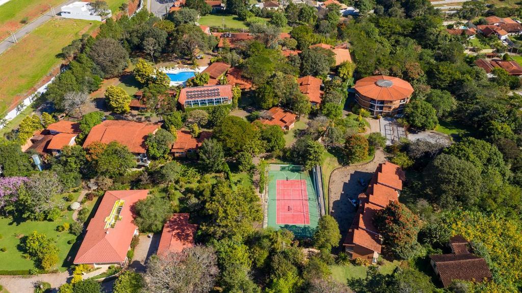 Uma vista aérea de Grinbergs Village Hotel