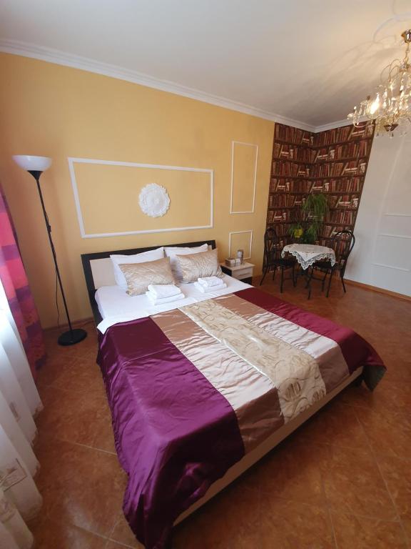 Кровать или кровати в номере Apartamenty Lastochkino Gnezdo-Krasnodar-Stadium Kuban