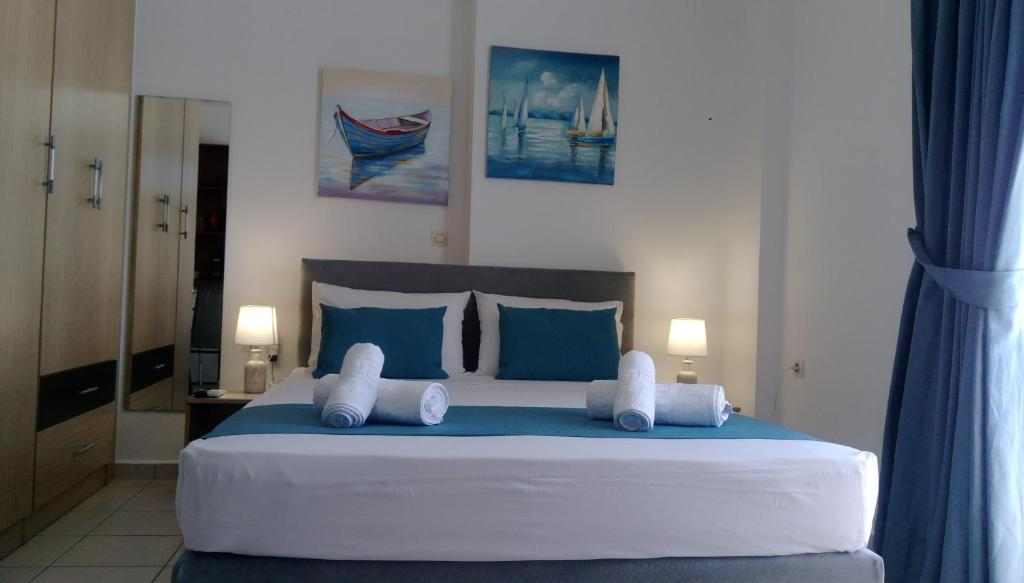 A bed or beds in a room at Joy Apartment