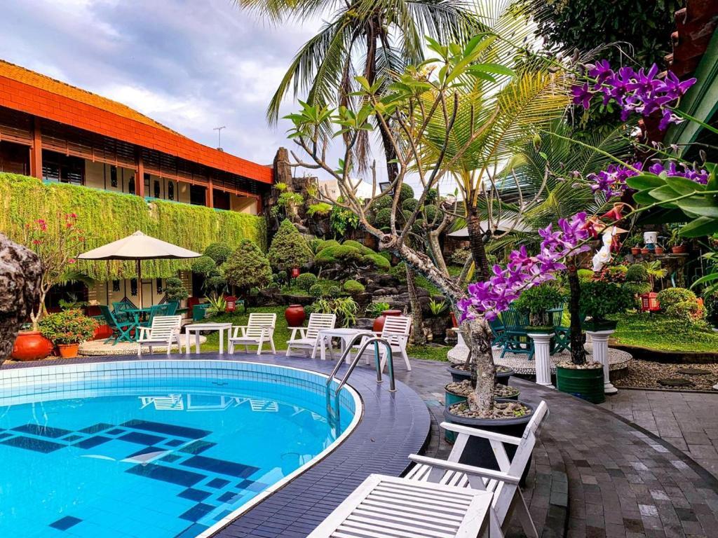 The swimming pool at or close to Peti Mas Hotel Malioboro
