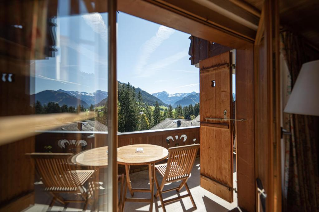 A balcony or terrace at Boutique Hotel Alpenrose