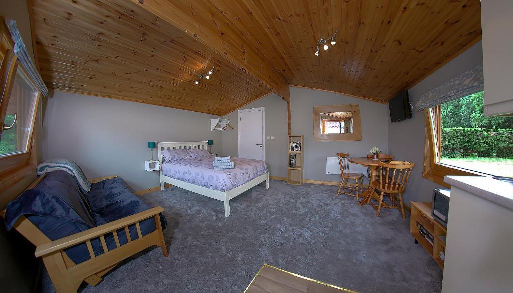 The Cabin @ Willowmere (Garden Log Cabin)