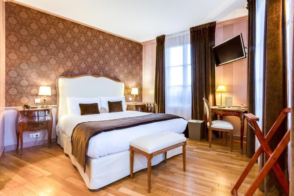 Een bed of bedden in een kamer bij Eiffel Trocadéro