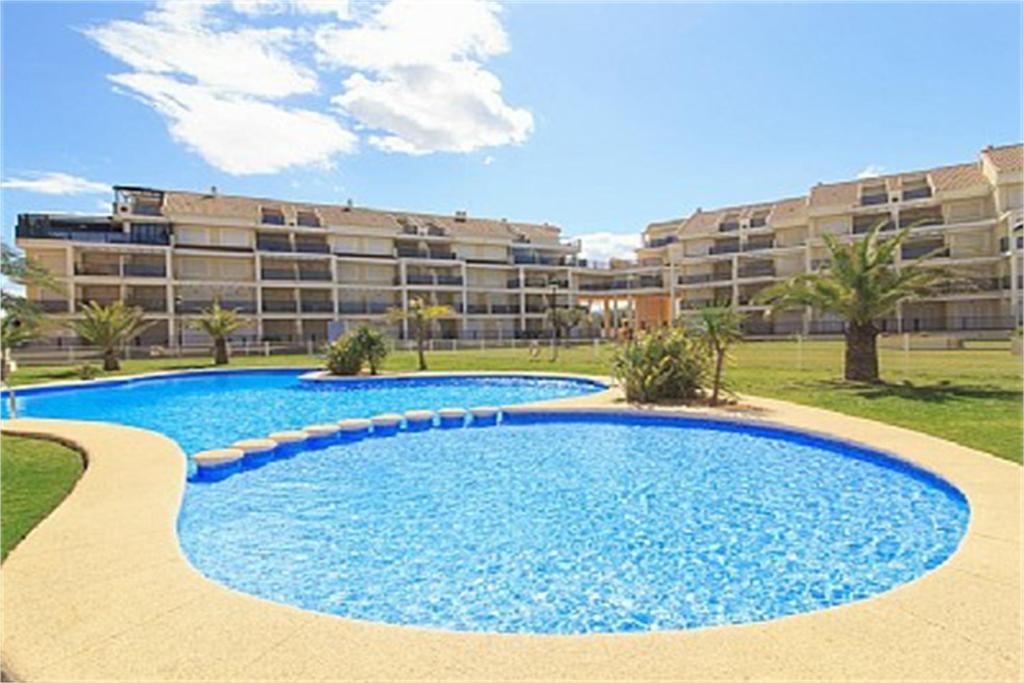 Der Swimmingpool an oder in der Nähe von Apartamentos Almadraba VyB