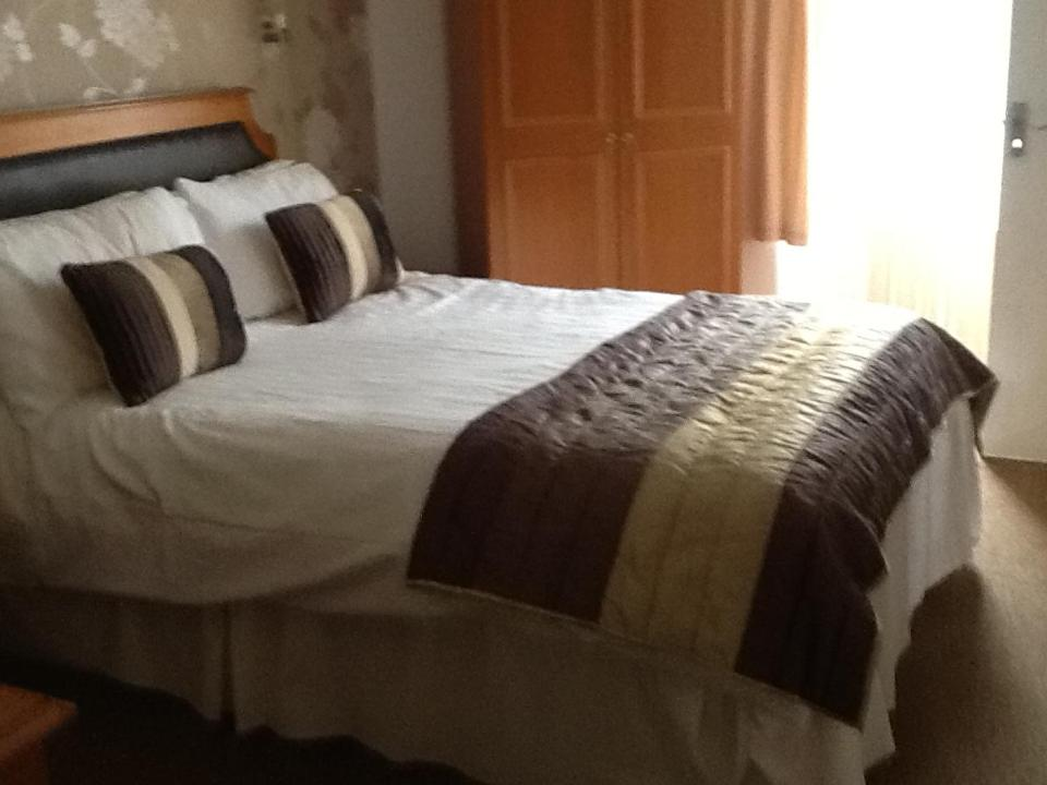 A bed or beds in a room at Ansteys Lea