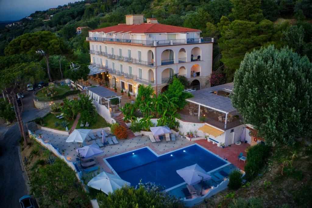 A bird's-eye view of Hotel Garden Riviera