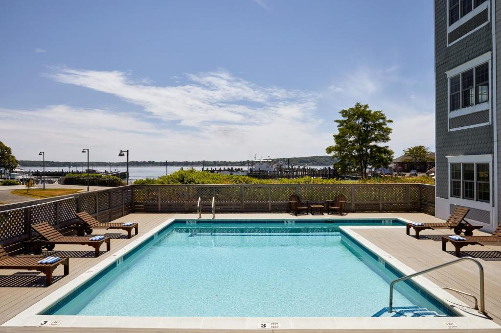 The swimming pool at or close to The Harborfront Inn