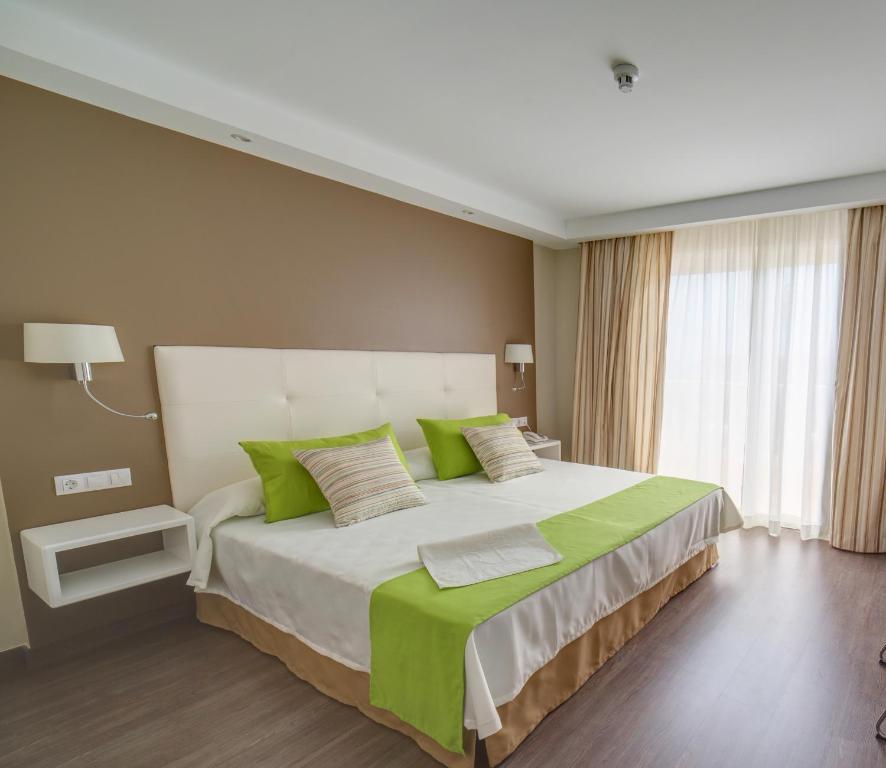 Een bed of bedden in een kamer bij RF San Borondon