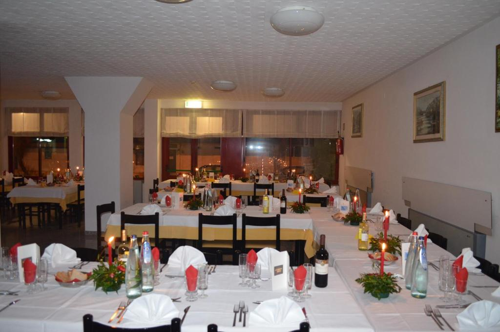 A restaurant or other place to eat at Hotel Palmarosa