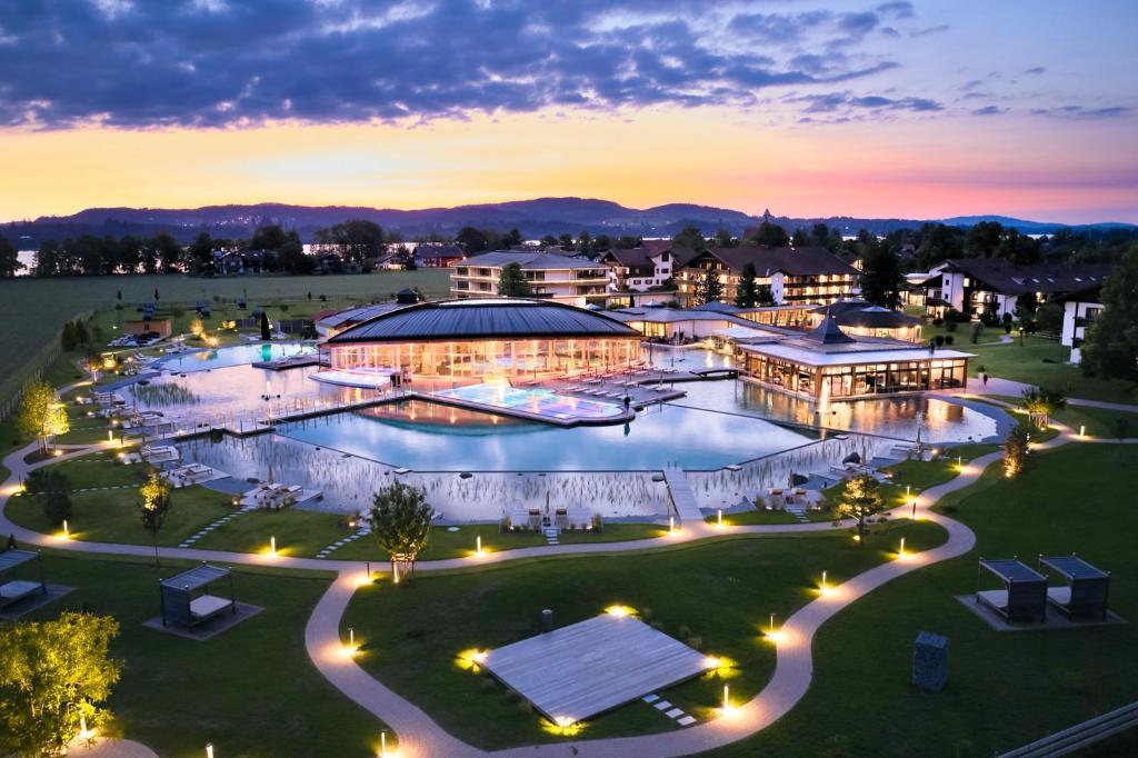 Blick auf Das König Ludwig Wellness & SPA Resort Allgäu aus der Vogelperspektive