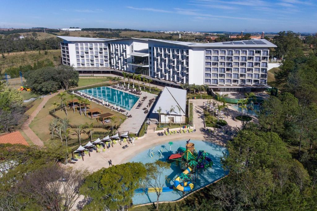 Uma vista da piscina em Novotel Itu Terras de Sao Jose Golf & Resorts ou nos arredores