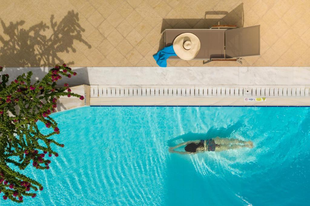 Basen w obiekcie Rodos Park Suites & Spa lub w pobliżu