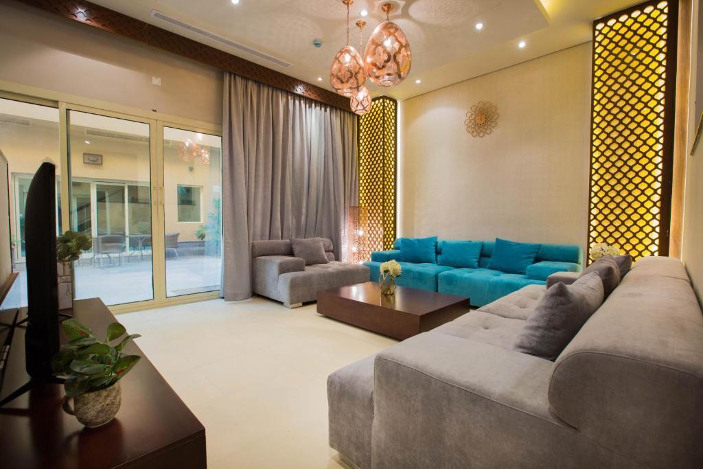 Uma área de estar em Mabaat Homes - Diwan Al-Hijaz Compound, Luxury Villa