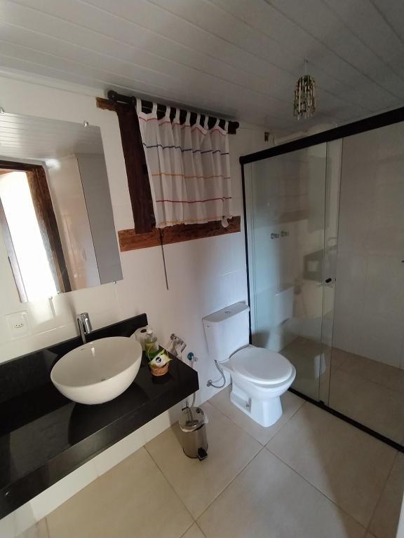 A bathroom at Brisa de Lavras