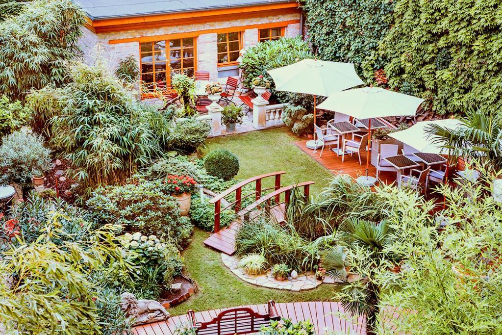 Blick auf Garden Boutique Hotel aus der Vogelperspektive
