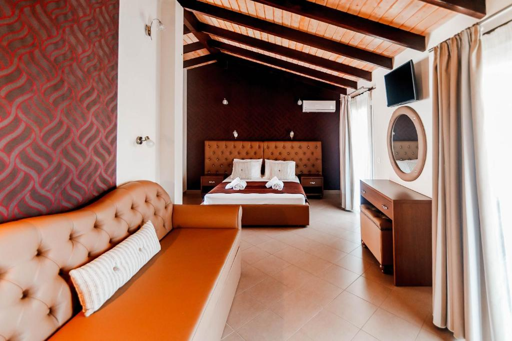 A bed or beds in a room at Hotel Torini