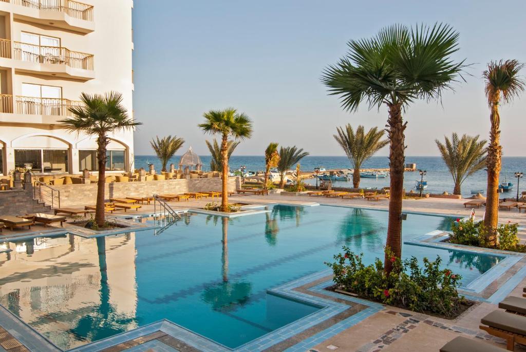 Het zwembad bij of vlak bij Royal Star Beach Resort