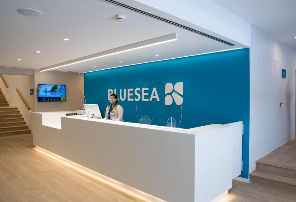 The lobby or reception area at Blue Sea Mediodia