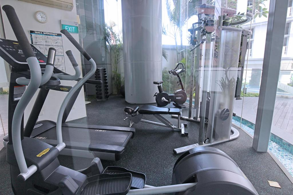 The fitness center and/or fitness facilities at Mistri Road Residences