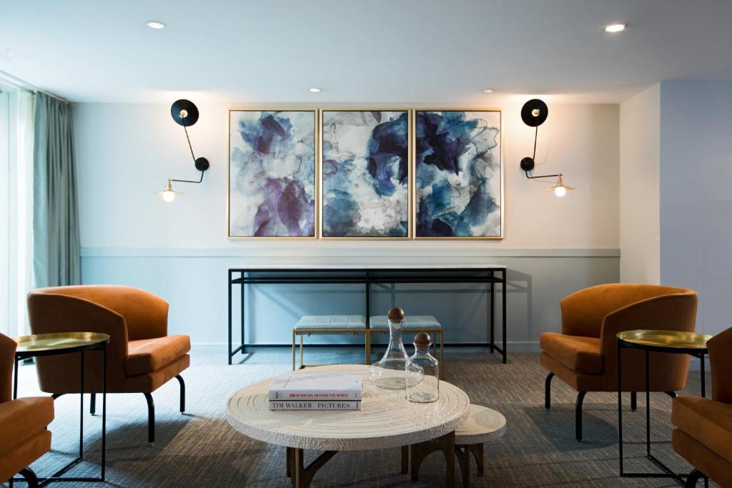 Zona de estar de Kimpton Lorien Hotel & Spa, an IHG Hotel