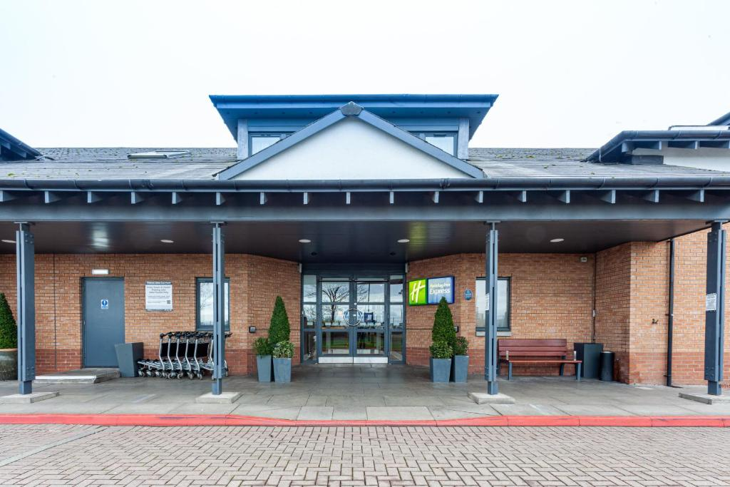 Holiday Inn Express EDINBURGH AIRPORT - Laterooms