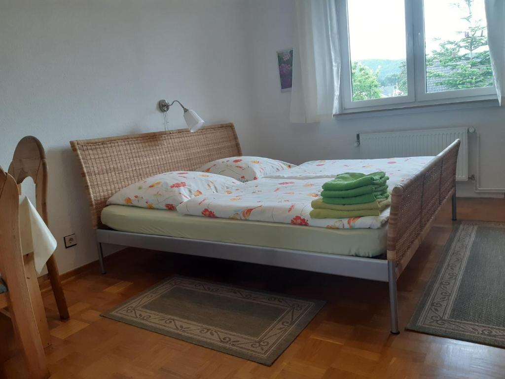 A bed or beds in a room at Bed & Breakfast am Wiehengebirge
