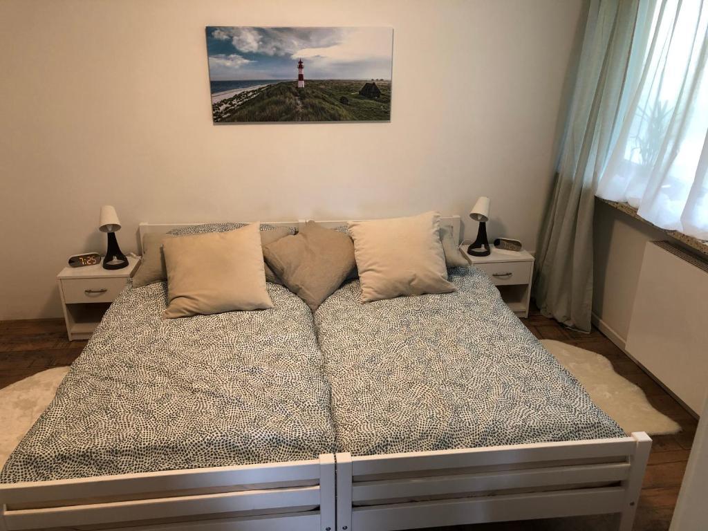Ein Bett oder Betten in einem Zimmer der Unterkunft FeWo Kollmar Ebbe & Flut