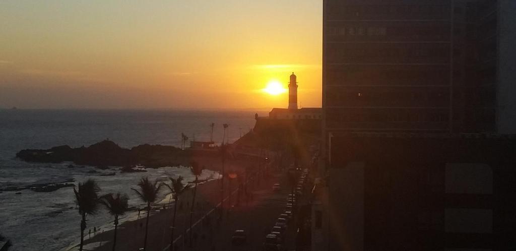 O pôr ou nascer do sol visto do apart-hotel ou dos arredores