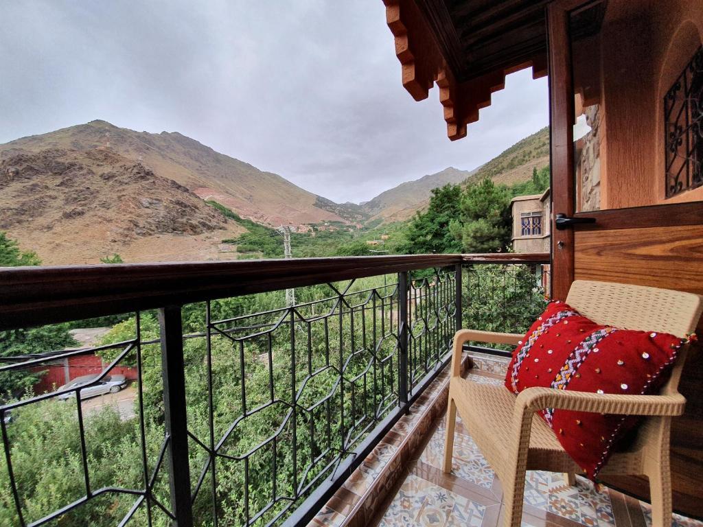 Ein Balkon oder eine Terrasse in der Unterkunft Dar Assarou - Toubkal National Park Lodge